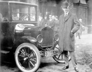 Henry Ford con el Modelo-T-1921