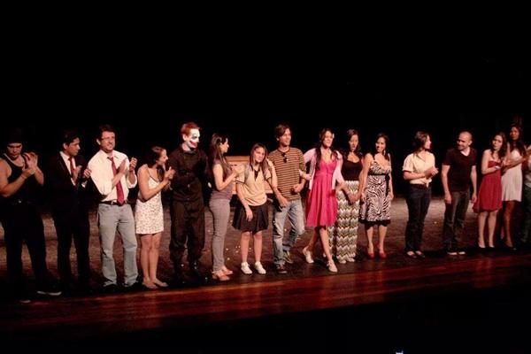 Saludo-final-en-el-teatro