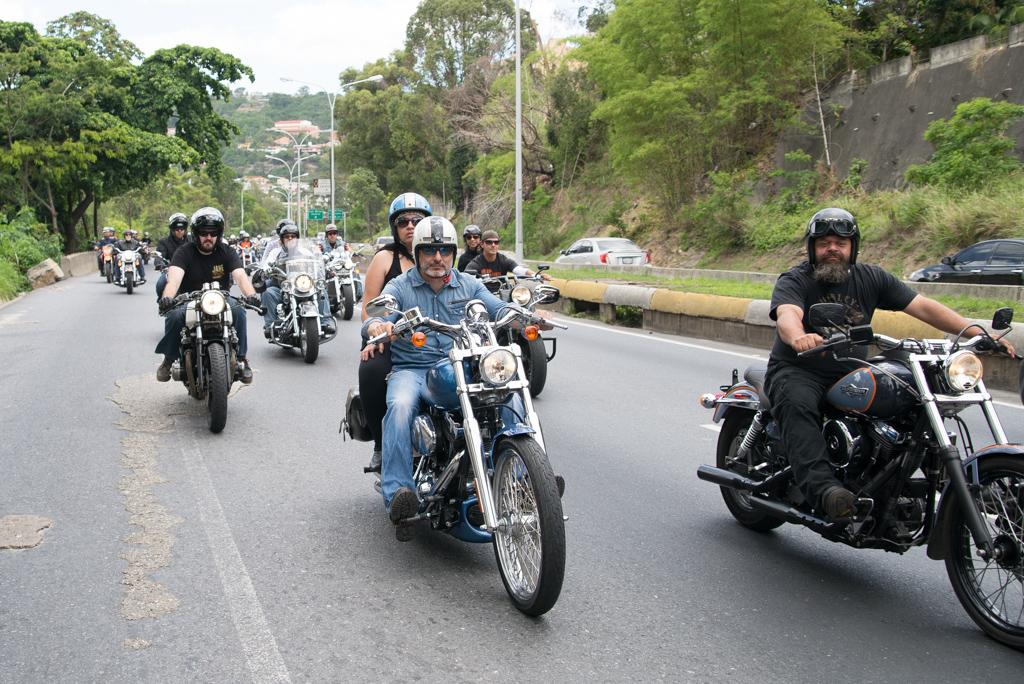 Moteros por autopista Prados del Este