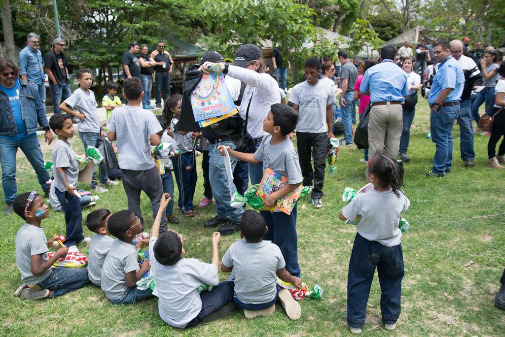 Niños de Baruta disfrutando de actividad en Parque Las Rocas de Los Samanes